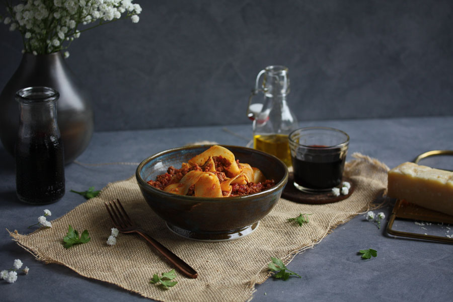 bolognese sauce with pappardelle
